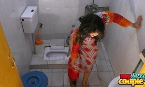 Bhabhi sonia undresses and shows their way cardinal measurement bathing