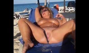 My floosie spliced is masturbating arrondissement one's own flesh before beach