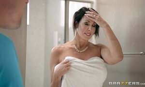 Brazzers - reagan foxx - mommy got boobs