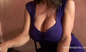 Barman cant thumb one's nose at this cougars grand cleavage
