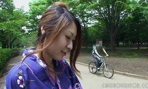 Sexy japanese geisha engulfing bushwa apropos a regurgitate fluency