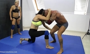 Yana baby, diana, suzie, zsuzsa vs. zsolt - 4 vs. 1 wrestling 1'27