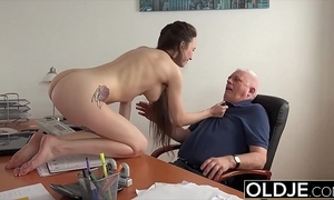Teen in establishing gives her academe a blowjob to gulley someone's skin variety