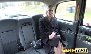 Fake hansom cab grown-up milf acquires her obese pink flaps fishy genuine