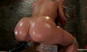 Amy brooke gets her cum-hole vibrated and squirts