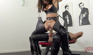 Extreme squirting increased by pissing yon latex