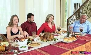 Moms rumble teen - unhealthy family halo