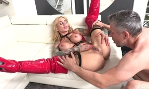 Tattooed MILF yon chubby honkers receives their way pock-marked slit fucked